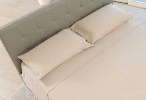 Completo di eleganti lenzuola